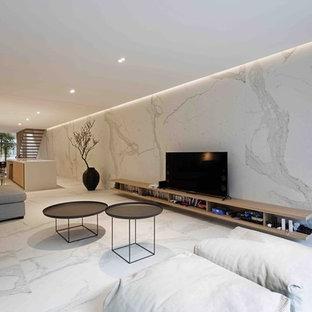 Hervorragend Repräsentatives, Offenes Modernes Wohnzimmer Mit Bunten Wänden Und  Marmorboden In London