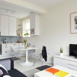 Idee per un piccolo soggiorno minimal con pareti bianche, pavimento in vinile, nessun camino e pavimento bianco