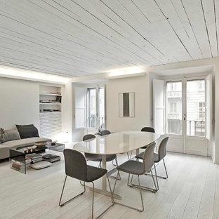 Esempio di un soggiorno contemporaneo con pareti bianche e pavimento in legno verniciato