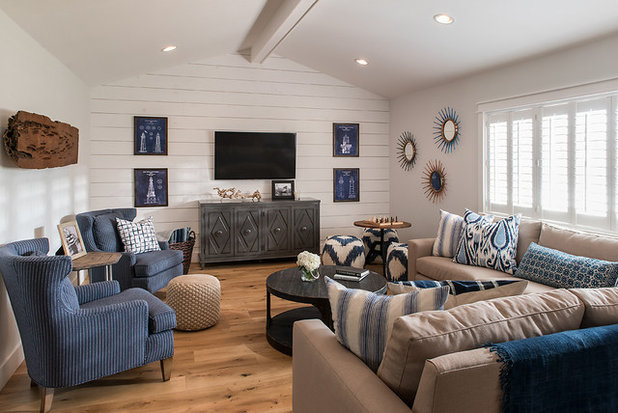 Farmhouse Living Room by Laura Kehoe Design
