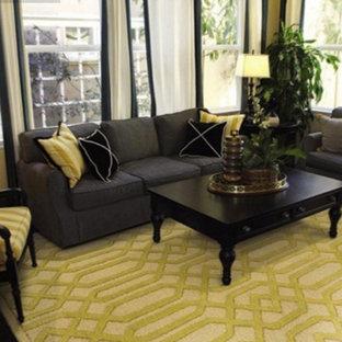 バンクーバーの小さいコンテンポラリースタイルのおしゃれなLDK (フォーマル、茶色い壁、濃色無垢フローリング、暖炉なし、テレビなし、茶色い床) の写真
