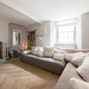 Soggiorno shabby-chic style con stufa a legna - Foto e Idee per Arredare