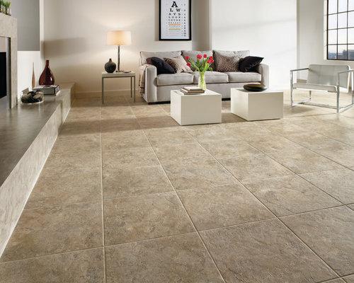 Wohnzimmer mit kaminsims aus beton und vinylboden ideen - Wandfarbe beton ...