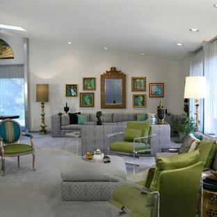 Diseño de salón abierto, contemporáneo, grande, con paredes grises, moqueta y suelo gris