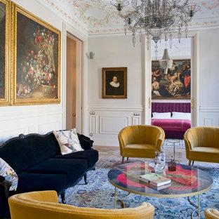 Diseño de salón para visitas cerrado, tradicional, grande, sin chimenea y televisor, con paredes blancas