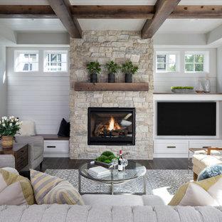 Großes, Offenes Klassisches Wohnzimmer mit grauer Wandfarbe, dunklem Holzboden, Kamin, Kaminumrandung aus Stein, Multimediawand und braunem Boden in Minneapolis