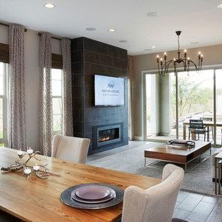 Ejemplo de salón para visitas abierto, actual, de tamaño medio, con paredes beige, suelo de madera clara, chimenea tradicional, marco de chimenea de piedra y televisor colgado en la pared