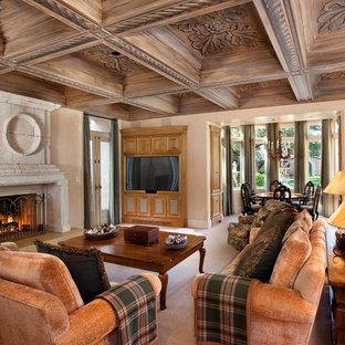 サンフランシスコの大きい地中海スタイルのおしゃれな独立型リビング (フォーマル、ベージュの壁、カーペット敷き、標準型暖炉、石材の暖炉まわり、埋込式メディアウォール) の写真