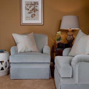 アトランタの小さいトラディショナルスタイルのおしゃれな独立型リビング (フォーマル、茶色い壁、カーペット敷き、暖炉なし、テレビなし、茶色い床) の写真