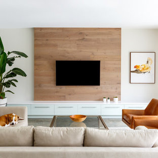 Großes, Repräsentatives, Abgetrenntes Modernes Wohnzimmer ohne Kamin mit Betonboden, braunem Boden, weißer Wandfarbe und Wand-TV in Jacksonville