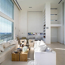 Modern Living Room by Axelrod Architects