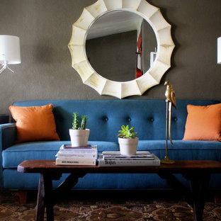 Immagine di un piccolo soggiorno contemporaneo chiuso con pareti grigie, nessuna TV, parquet scuro e nessun camino