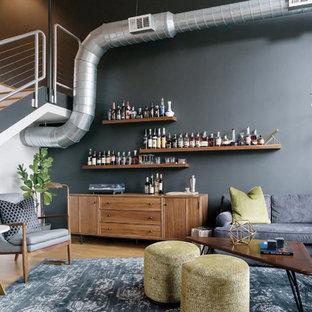 Immagine di un soggiorno moderno di medie dimensioni e stile loft con angolo bar, pareti nere, pavimento in bambù, nessun camino e nessuna TV