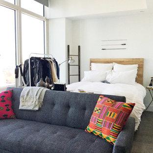 Esempio di un piccolo soggiorno bohémian aperto con sala formale, pareti bianche, pavimento in laminato, nessun camino, nessuna TV e pavimento marrone