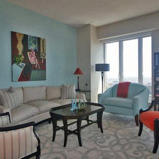 Idee per un soggiorno classico di medie dimensioni e aperto con sala formale, pareti blu, pavimento in legno massello medio, camino sospeso, cornice del camino in pietra e TV a parete