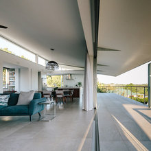 Houzz Tour: A House That Catches as Much Sun as the Day is Long