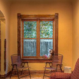 デンバーの中サイズのヴィクトリアン調のおしゃれなリビング (オレンジの壁、クッションフロア) の写真