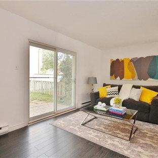 オタワの中サイズのコンテンポラリースタイルのおしゃれなLDK (白い壁、濃色無垢フローリング、暖炉なし、テレビなし) の写真