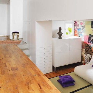 Example of an eclectic living room design in Barcelona