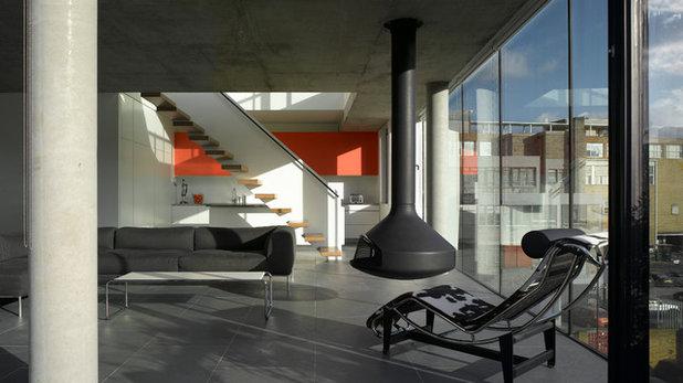 コンテンポラリー リビング by Theis + Khan Architects