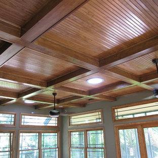 Großes, Offenes Modernes Wohnzimmer mit Holzdecke und Holzwänden in Austin