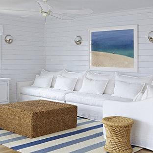 ニューヨークの小さいビーチスタイルのおしゃれなLDK (白い壁、淡色無垢フローリング、暖炉なし、壁掛け型テレビ) の写真