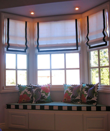 Bay windows furniture placement for Bay window furniture