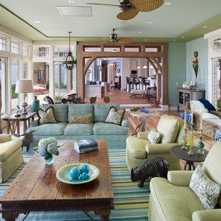 Ispirazione per un ampio soggiorno tradizionale con pareti verdi