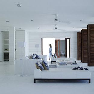 他の地域の巨大なトロピカルスタイルのおしゃれなLDK (フォーマル、白い壁、コンクリートの床、テレビなし) の写真