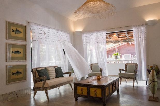 Tropical Living Room by studio momo