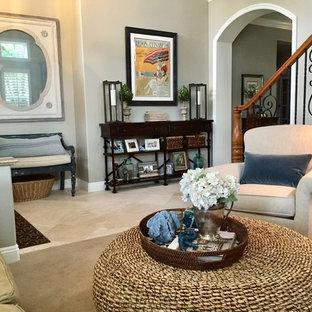 Foto de salón abierto, costero, pequeño, con paredes grises, suelo de travertino y suelo beige