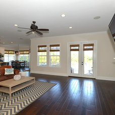 Traditional Living Room by Javic Homes