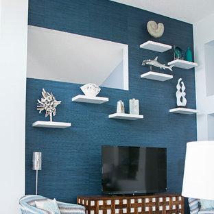 マイアミの大きいビーチスタイルのおしゃれなLDK (フォーマル、青い壁、磁器タイルの床、据え置き型テレビ) の写真