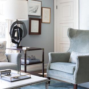 Immagine di un soggiorno chic di medie dimensioni e aperto con sala formale, pareti blu, parquet scuro e pavimento marrone