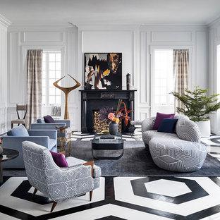 Ispirazione per un soggiorno chic chiuso con sala formale, pareti grigie, pavimento in legno verniciato, camino classico, cornice del camino in legno e pavimento multicolore