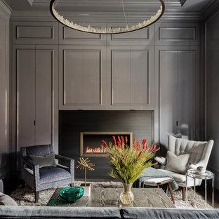 ボストンの広いトランジショナルスタイルのおしゃれなリビング (グレーの壁、濃色無垢フローリング、標準型暖炉、金属の暖炉まわり、テレビなし、茶色い床) の写真