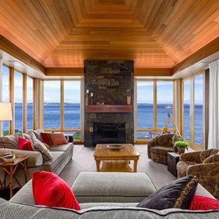 シアトルのトラディショナルスタイルのおしゃれなリビング (フォーマル、カーペット敷き、標準型暖炉、石材の暖炉まわり、テレビなし、ベージュの床) の写真