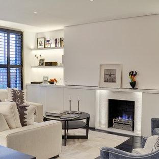 ロンドンの小さいコンテンポラリースタイルのおしゃれなLDK (フォーマル、白い壁、濃色無垢フローリング、標準型暖炉、タイルの暖炉まわり) の写真