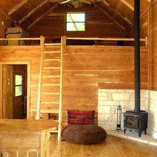 Eklektisches Wohnzimmer mit Kaminofen in Austin