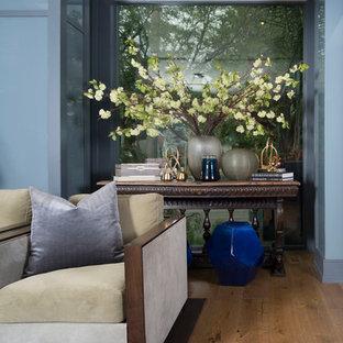 トロントの大きいトランジショナルスタイルのおしゃれなLDK (フォーマル、マルチカラーの壁、淡色無垢フローリング、暖炉なし、テレビなし、茶色い床) の写真