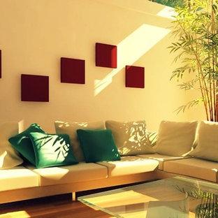На фото: гостиная комната в стиле модернизм с