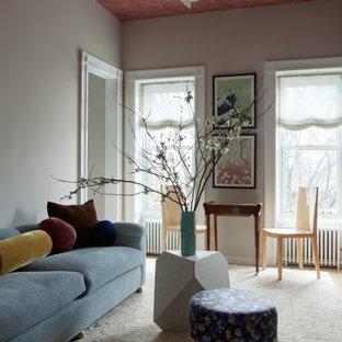 Diseño de salón cerrado y papel pintado, moderno, de tamaño medio, con paredes blancas, moqueta, suelo blanco y papel pintado