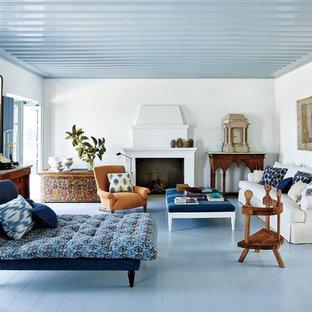 アジアンスタイルのおしゃれな独立型リビング (フォーマル、白い壁、塗装フローリング、標準型暖炉、コンクリートの暖炉まわり、青い床) の写真