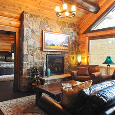 Traditional Living Room by Mountain Log Homes of CO, Inc.