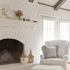 Traditional Living Room by Kristie Barnett, The Decorologist