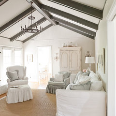 traditional living room by Kristie Barnett, The Decorologist