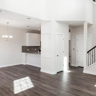 Mittelgroßes Klassisches Wohnzimmer ohne Kamin, im Loft-Stil mit weißer Wandfarbe, Linoleum, Wand-TV und grauem Boden in Austin