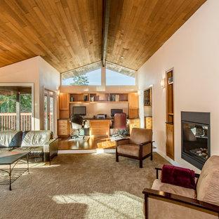 Esempio di un grande soggiorno moderno aperto con pareti bianche, camino bifacciale, cornice del camino in metallo, libreria, moquette e pavimento grigio