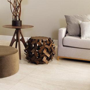 Foto de salón tradicional renovado con suelo de baldosas de porcelana