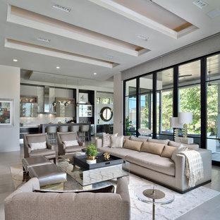 Idee per un grande soggiorno contemporaneo aperto con pareti beige e pavimento beige